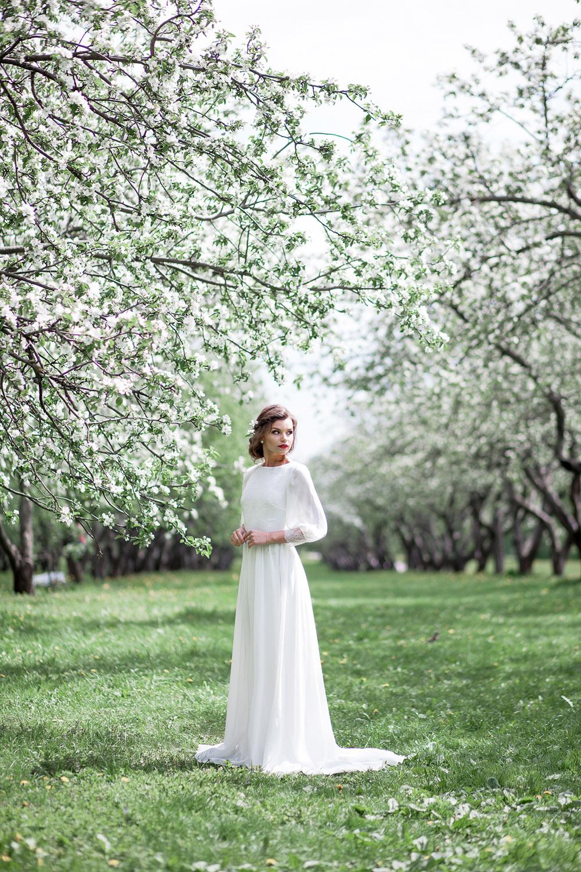 утро невесты в яблоневом саду