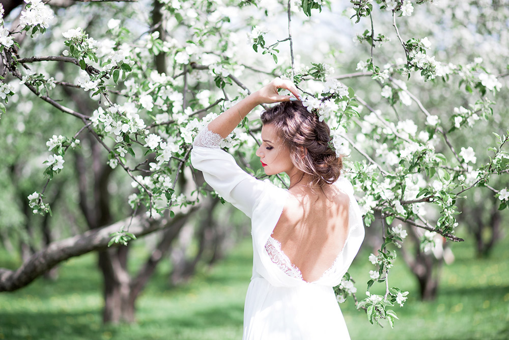 невеста у яблони