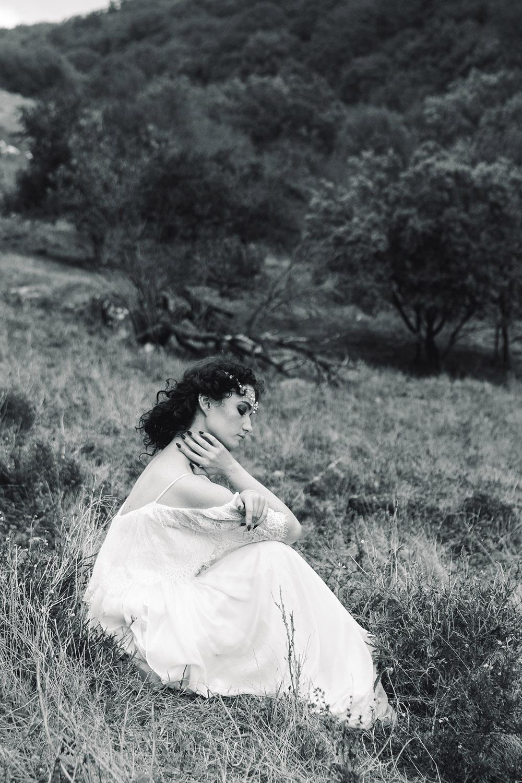невеста в стиле бохо в горах