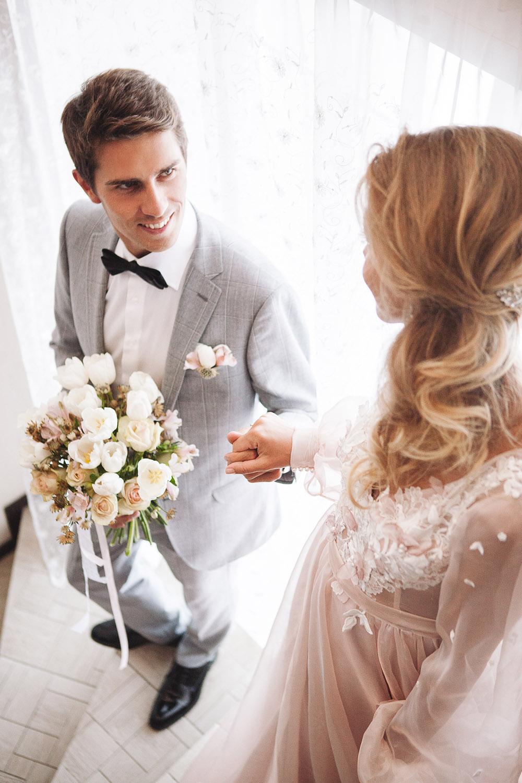 жених и невеста пастель