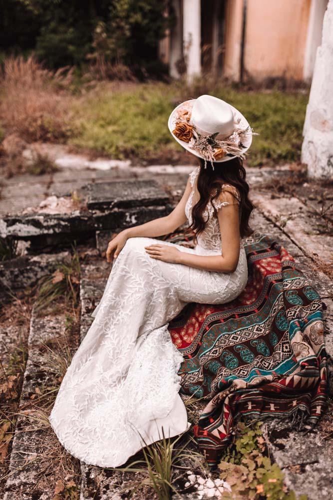 невеста в шляпе